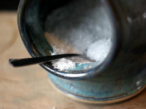 Salz auf einem Löffel auf babyspeck.at
