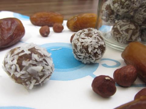 Dattel-Nuss-Kugeln, Weihnachts-Keksrezept von Babyspeck & Brokkoli auf babyspeck.at