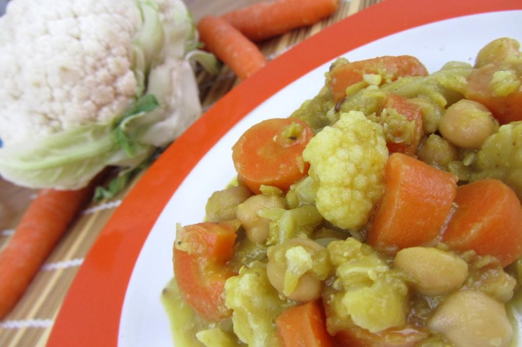 Rote Linsen Eintopf mit Karotten und Karfiol