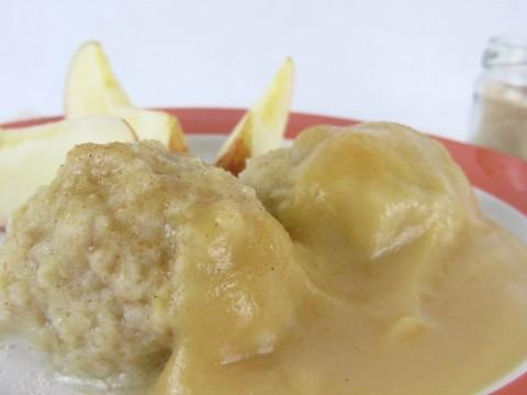 Apfelknödel mit Apfelmus, Babyrezept ohne Zucker von Babyspeck & Brokkoli auf babyspeck.at