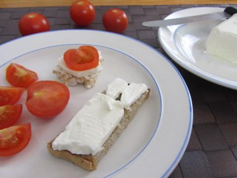 Baby-Frühstücksrezept Schafskäserollebrot von Babyspeck & Brokkoli auf babyspeck.at