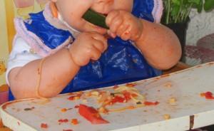 BLW Tipps und Infos, Wie funktioniert BLW, Baby led weaning, BLW anfangen, BLW Spaghetti essen mit 8 Monaten