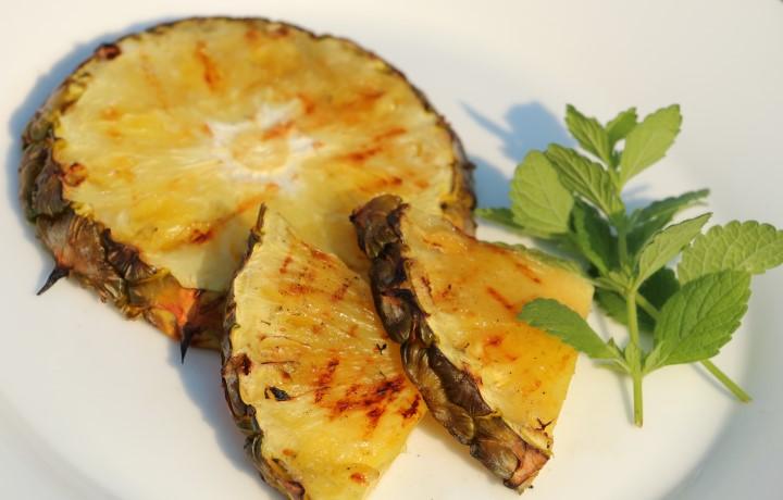 BLW Rezept für gegrillte Ananas auf babyspeck.at, geeignet für Babys ab 6 Monate