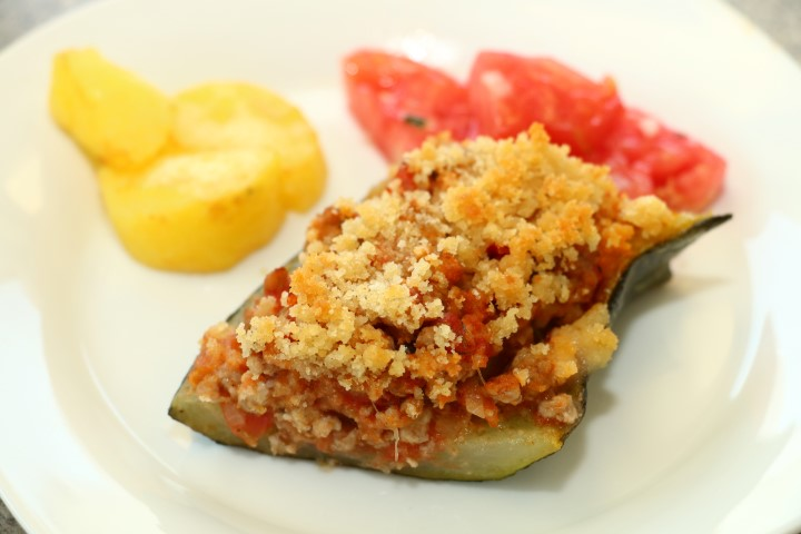 BLW-Rezept für gefüllte Zucchini auf babyspeck.at, mit Faschiertem (Hackfleisch), Tomaten und Semmelbröseln