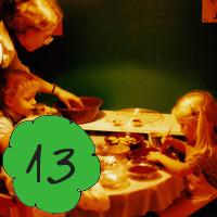Das schönste an Weihnachten? Die Vorfreude. Weihnachtliche Kindheitserinnerungen am 13. Dezember im Adventkalender von Babyspeck & Brokkoli auf babyspeck.at. Gastbeitrag von Die Kuckucks. Beitragsbild.