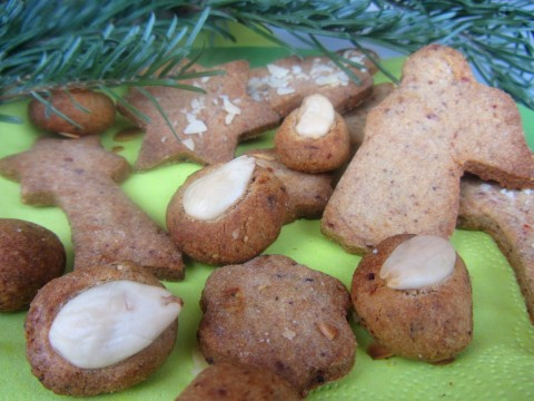 zuckerfreies Babyrezept für Dattel-Mandoletti im Adventkalender auf babyspeck.at. Babykekse mit Datteln und Mandeln.