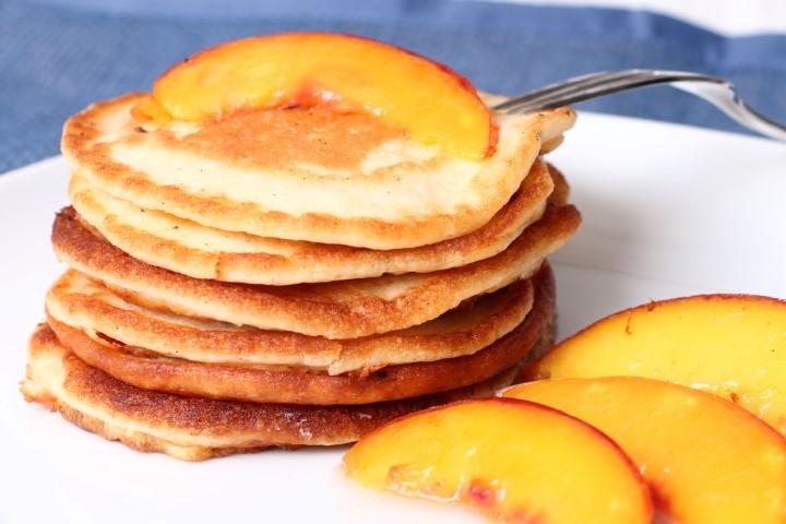 BLW-Rezpet für Vanillepancakes mit gebratener Nektarine (babyspeck.at)