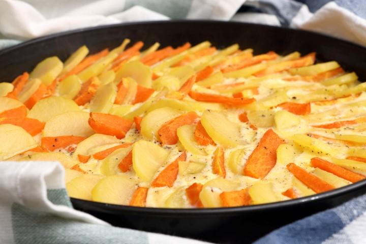 Kürbis-Kartoffelgratin auf babyspeck.at, herbstliches Gratin mit Kürbis, Erdäpfeln, Obers, Milch und Ei