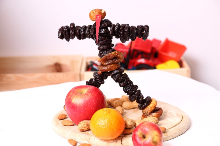 Zwetschkenkrampus selbst gemacht aus Dörrpflaumen, Feigen und Pignoli