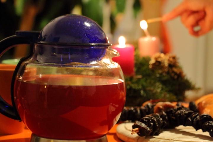 Einfacher Kinderpunsch auf babyspeck.at, alkoholfreier Punsch aus Früchtetee und frisch gepresstem Fruchtsaft