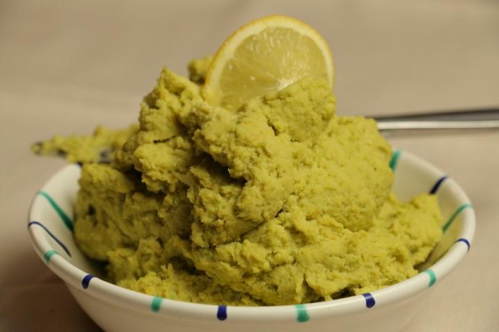 BLW-Rezept für Avocado-Hummus, veganer Aufstrich aus Kichererbsen und Avocado